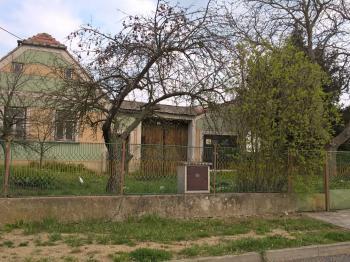 Prodej domu v osobním vlastnictví 270 m², Babice