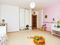 dětský pokoj (Prodej bytu 3+kk v osobním vlastnictví 117 m², Praha 5 - Radlice)