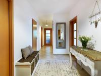 chodba (Prodej bytu 3+kk v osobním vlastnictví 117 m², Praha 5 - Radlice)