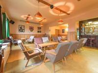 Společenská místnost s barem (Prodej penzionu 1670 m², Lučany nad Nisou)