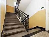 schodiště (Prodej bytu 2+kk v osobním vlastnictví 55 m², Praha 7 - Holešovice)