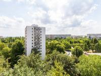 pohled z okna (Prodej bytu 3+1 v osobním vlastnictví 75 m², Praha 9 - Prosek)