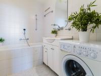 koupelna (Prodej bytu 3+1 v osobním vlastnictví 75 m², Praha 9 - Prosek)