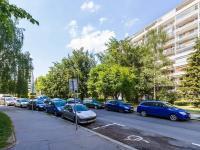 pohled na dům (Prodej bytu 3+1 v osobním vlastnictví 75 m², Praha 9 - Prosek)