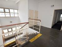 Vstup do kancelářských prostorů (Pronájem komerčního objektu 1079 m², Mníšek pod Brdy)