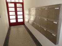 vstup do domu (Pronájem bytu 2+kk v osobním vlastnictví 52 m², Praha 4 - Nusle)