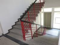 schodiště (Pronájem bytu 2+kk v osobním vlastnictví 52 m², Praha 4 - Nusle)