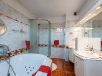 Koupena v 2. patře - Prodej domu v osobním vlastnictví 293 m², Praha 5 - Stodůlky