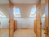 Šatna - Prodej domu v osobním vlastnictví 293 m², Praha 5 - Stodůlky