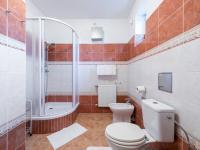 Koupelna v přízemí - Prodej domu v osobním vlastnictví 293 m², Praha 5 - Stodůlky