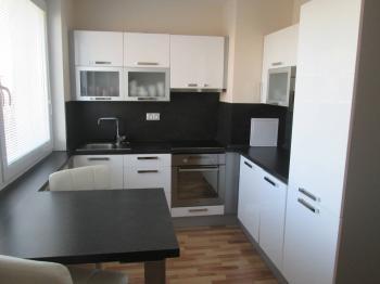 kuchyňský kout  - Prodej bytu 1+kk v osobním vlastnictví 36 m², Karlovy Vary