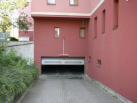 Pronájem garážového stání 18 m², Praha 10 - Malešice