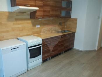 kuchyňská linka - Pronájem bytu 2+1 v osobním vlastnictví 103 m², Praha 5 - Smíchov