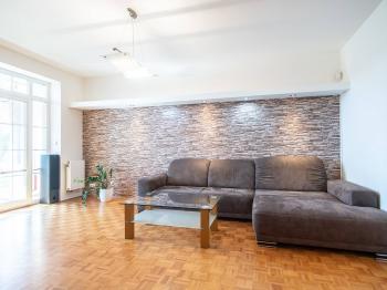 Obývací pokoj - Prodej bytu 3+kk v osobním vlastnictví 71 m², Vestec