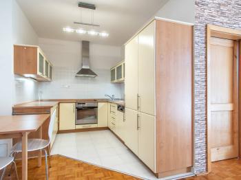 Kuchyňský kout s jídelnou  - Prodej bytu 3+kk v osobním vlastnictví 71 m², Vestec