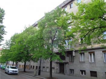pohled na dům - Prodej bytu 3+1 v osobním vlastnictví 95 m², Praha 1 - Nové Město