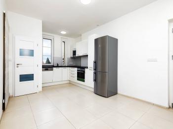 Pronájem bytu 3+1 v osobním vlastnictví 77 m², Praha 5 - Hlubočepy