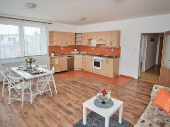 Obývák + Kuchyň - Prodej bytu 2+kk v osobním vlastnictví 63 m², Praha 9 - Újezd nad Lesy