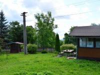 posezení za starou chatou, vlevo studna (Prodej pozemku 2005 m², Útvina)