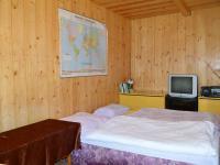 obytná místnost v nové chatě (Prodej pozemku 2005 m², Útvina)