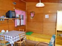 obytná místnost ve staré chatě (Prodej pozemku 2005 m², Útvina)