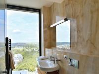 koupelna I (Pronájem bytu 4+kk v osobním vlastnictví 116 m², Praha 4 - Nusle)