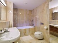 koupelna II (Pronájem bytu 4+kk v osobním vlastnictví 116 m², Praha 4 - Nusle)