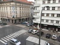 pohled z okna na Dejvickou (Pronájem bytu 4+kk v osobním vlastnictví 106 m², Praha 6 - Dejvice)