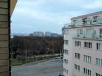 Výhled z lodžie (Pronájem bytu 2+kk v družstevním vlastnictví 56 m², Praha 3 - Vinohrady)