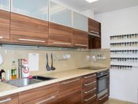 byt 2+1 v přízemí - kuchyňská linka - Prodej domu v osobním vlastnictví 184 m², Brno