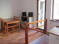 byt ve 2.NP - schodišťová hala s jídelnou a výstupem na terasu - Prodej domu v osobním vlastnictví 184 m², Brno