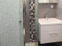 byt ve 2.NP - koupelna - Prodej domu v osobním vlastnictví 184 m², Brno