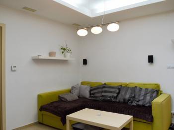 byt 2+1 v přízemí - obývací pokoj - Prodej domu v osobním vlastnictví 184 m², Brno