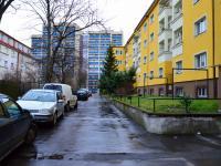 vnitroblok s možností parkování (Pronájem bytu 2+1 v osobním vlastnictví 73 m², Praha 3 - Žižkov)