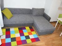rozkládací pohovka (Pronájem bytu 1+kk v družstevním vlastnictví 24 m², Praha 8 - Karlín)