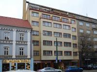 pohled na dům (Pronájem bytu 1+kk v družstevním vlastnictví 24 m², Praha 8 - Karlín)