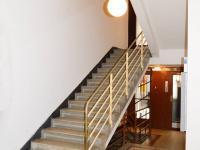 vstupní vestibul domu (Pronájem bytu 1+kk v družstevním vlastnictví 24 m², Praha 8 - Karlín)
