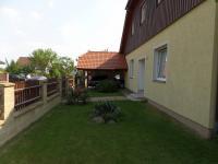 přední zahrada (Prodej domu v osobním vlastnictví 322 m², Jesenice)