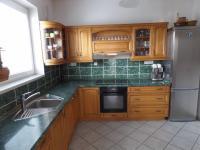 kuchyň (Prodej domu v osobním vlastnictví 322 m², Jesenice)