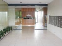 vchod s recepcí - Pronájem bytu 3+kk v osobním vlastnictví 126 m², Praha 4 - Nusle