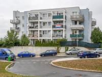 pohled na dům (Prodej bytu 2+kk v osobním vlastnictví 66 m², Praha 5 - Řeporyje)