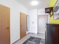 chodba (Prodej bytu 2+kk v osobním vlastnictví 66 m², Praha 5 - Řeporyje)