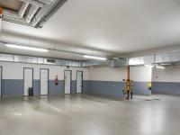 garáž (Prodej bytu 2+kk v osobním vlastnictví 66 m², Praha 5 - Řeporyje)