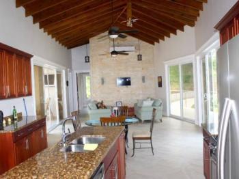 Obývací pokoj s kuchyňským koutem - Prodej domu v osobním vlastnictví 200 m², Coral Views