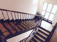 Schodiště (Prodej domu v osobním vlastnictví 370 m², Praha 10 - Strašnice)