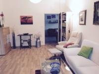 Pokoj s terasou (Prodej domu v osobním vlastnictví 370 m², Praha 10 - Strašnice)