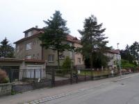Pohled z ulice (Prodej domu v osobním vlastnictví 370 m², Praha 10 - Strašnice)