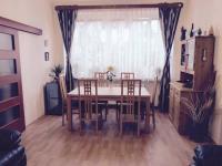 Obývací pokoj (Prodej domu v osobním vlastnictví 370 m², Praha 10 - Strašnice)