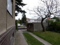 2. garáž (Prodej domu v osobním vlastnictví 370 m², Praha 10 - Strašnice)