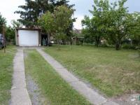 Garáž (Prodej domu v osobním vlastnictví 370 m², Praha 10 - Strašnice)